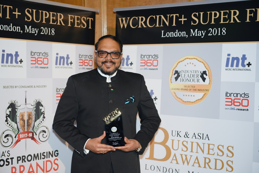jd wins leaders in education JD WINS LEADERS IN EDUCATION – AT UK ASIAN BUSINESS AWARDS 2018 UK Asian Award Leaders in Education1