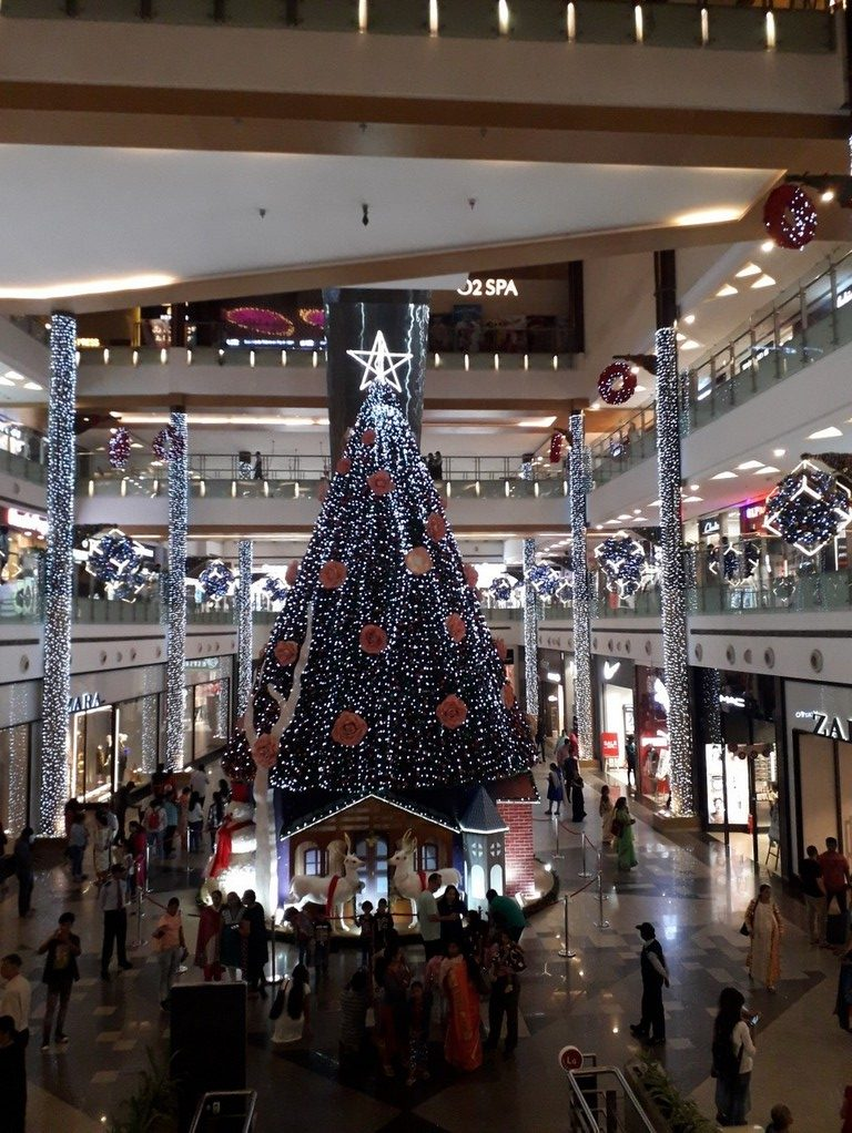 bangalore is lit with christmas Bangalore is lit with Christmas Christmas 9 e1545758718976