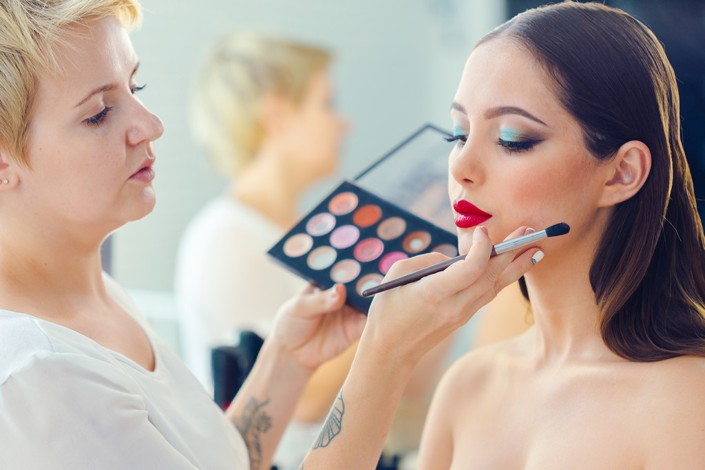 how to become a makeup artist How to Become a Makeup Artist Become a Makeup Artist 2