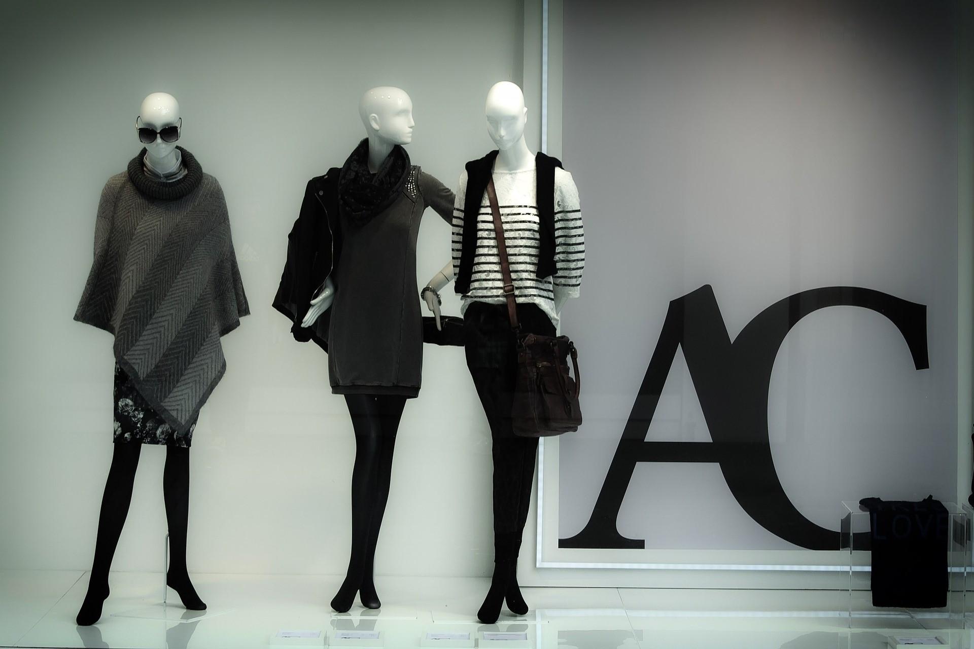 visual merchandising 101 Visual Merchandising 101: 6 tips for iconic store displays Visual Merchandising 1