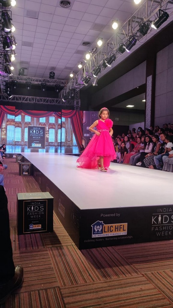INDIA KIDS FASHION WEEK 2019 india kids fashion week 2019 JEDIIIANS VOLUNTEER AT INDIA KIDS FASHION WEEK 2019   kids show 1