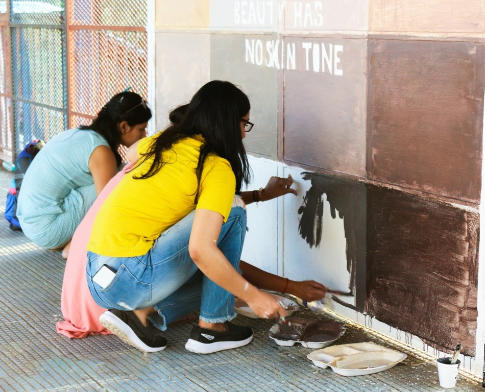 Students of JD Institute of Fashion Technology gives Tilak Bridge a facelift image004