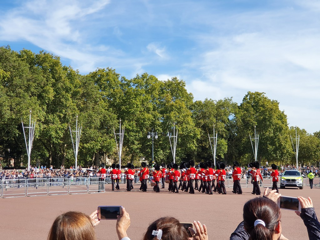jd imagination journey JD IMAGINATION JOURNEY LONDON-PARIS September 2019 Change of Guards at Buckingham Palace