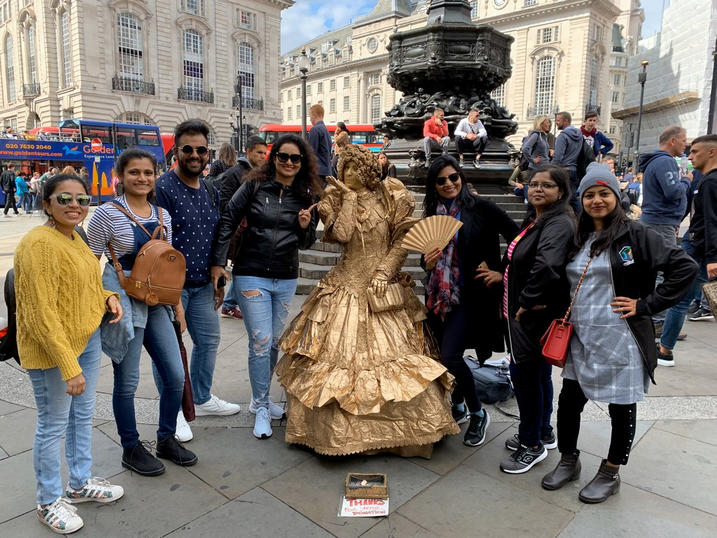 jd imagination journey JD IMAGINATION JOURNEY LONDON-PARIS September 2019 Fun at Piccadily Circus