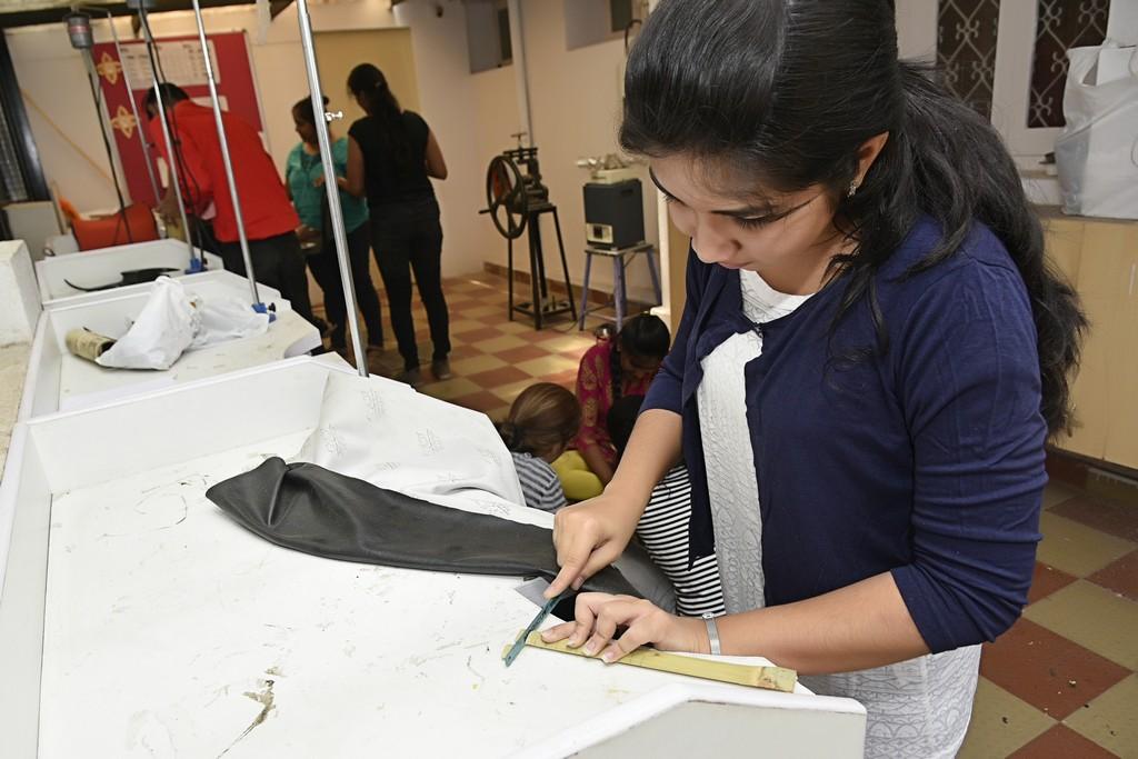 bamboo workshop - Bamboo workshop by Jigna Bhadeshiya 5 - Bamboo workshop by Jigna Bhadeshiya – Jewellery Design Department