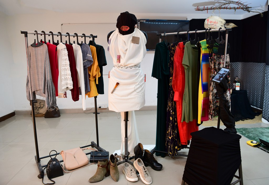 essentials of visual merchandising by fashion communication 2019 ESSENTIALS OF VISUAL MERCHANDISING BY FASHION COMMUNICATION 2019 ESSENTIALS OF VISUAL MERCHANDISING BY FASHION COMMUNICATION 2019 8