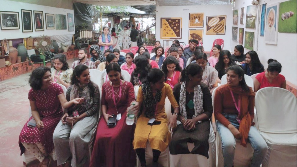 TALK SESSION FOR REVOLUTIONARY STEP TOWARDS FASHION INDUSTRY advanced diploma in fashion design TALK SESSION FOR REVOLUTIONARY STEP TOWARDS FASHION INDUSTRY TALK SESSION FOR REVOLUTIONARY STEP TOWARDS FASHION INDUSTRY 7