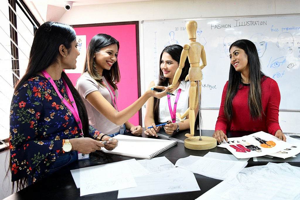 What can I become with a Bachelor's Degree in Fashion Design? fashion - What can I become with a Bachelors Degree in Fashion Design 8 - What can I become with a Bachelor's Degree in Fashion Design?