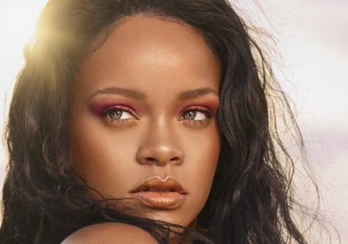 (Image Source: Pop Crave) makeup - Rihanna 500x350 - MAKEUP, IS A TOOL THAT IS USED TO WEAVE MAGIC BY MAKEUP ARTISTS