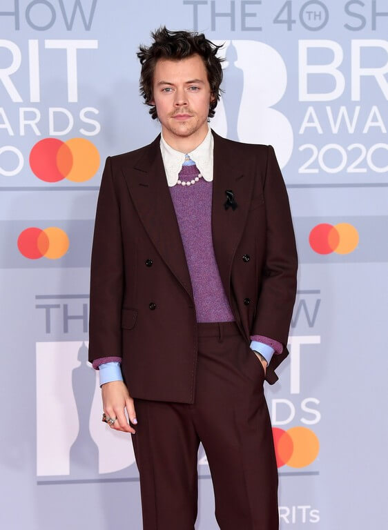 5 Jewelry Trends 2021 We Are Thrilled About!5 Jewellery Trends 2021 We Are Thrilled About! jewellery trends 2021 - Harry Styles at Brit Awards 2020 - 5 Jewellery Trends 2021 We Are Thrilled About!
