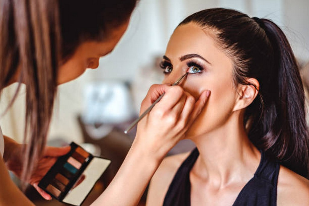 How to gain experience in the field of Makeup? makeup field - How to gain experience in the field of Makeup - How to gain experience in the field of Makeup?